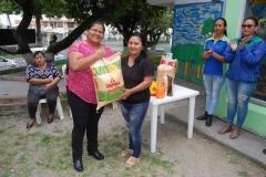 Jessenia Cagua entrega primer lugar para cría de pollo.